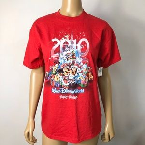 2010 Walt Disney Disneyland happy holidays t shirt